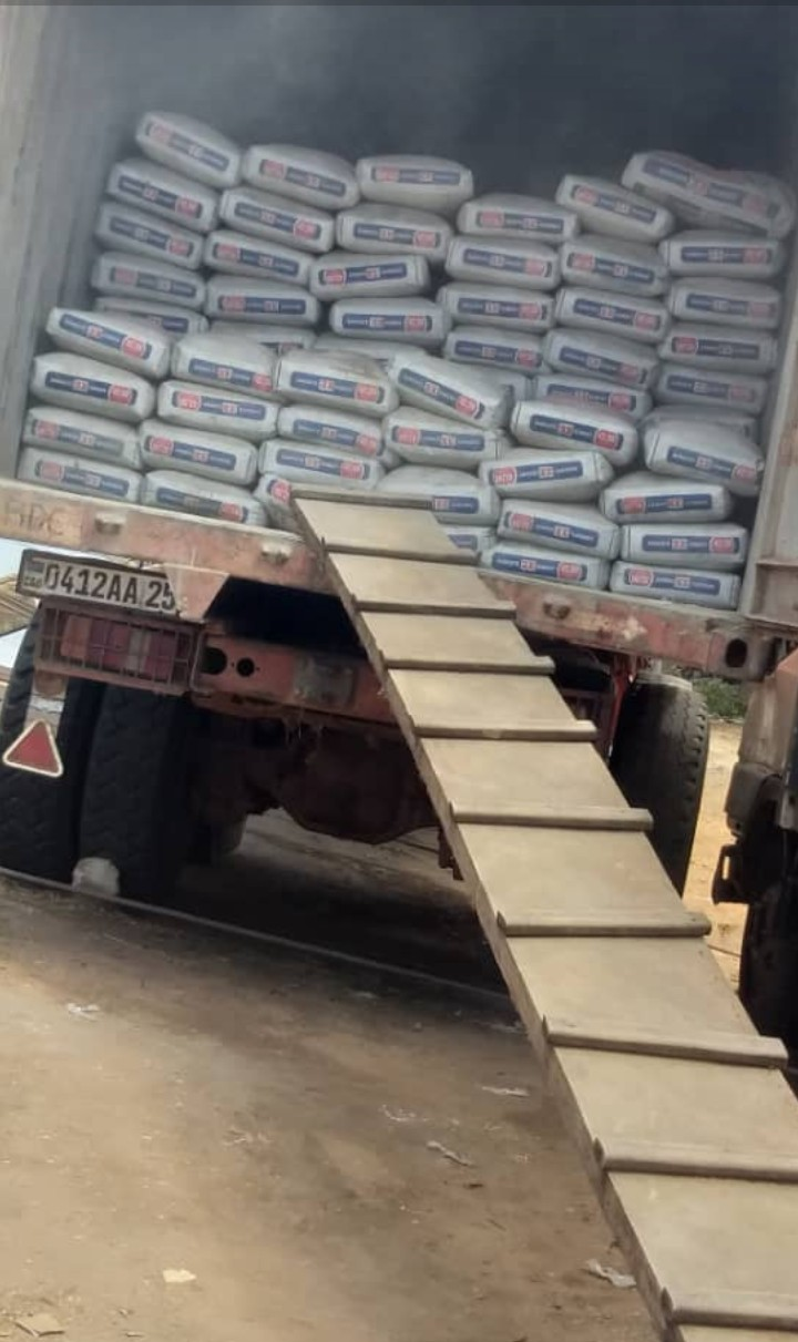 """Économie-Kisangani : Concurrence déloyale et scandale économique, quand le ciment Brazzavillois Dangote atterrit sans """"payer"""" les droits de douane et de consommation. ( DOSSIER )"""